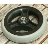 Roue pleine 150x33 mm - bandage gris - jante noire - pour axe 8 mm - moyeu largeur 46 mm - Charge utile 20 kg